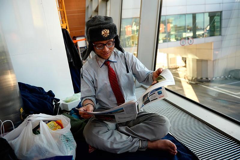 4-صحفي-ياباني-يعيش-في-مطار-روسي-لمدة-شهرين