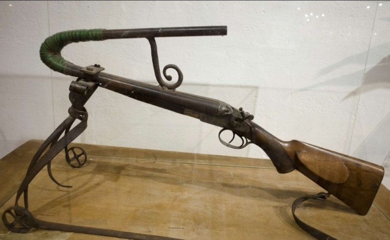 بندقية غريبة