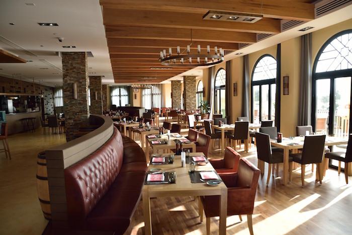 مطعم نادي إلس في مدينة دبي الرياضية