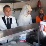 bride-groom-feed-refugees-wedding