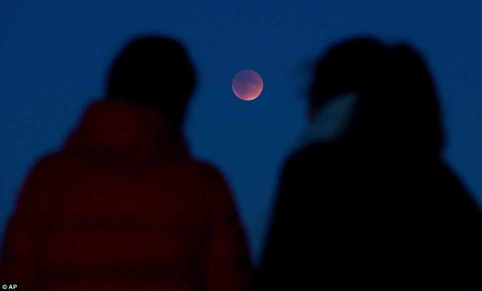 مراقبة القمر