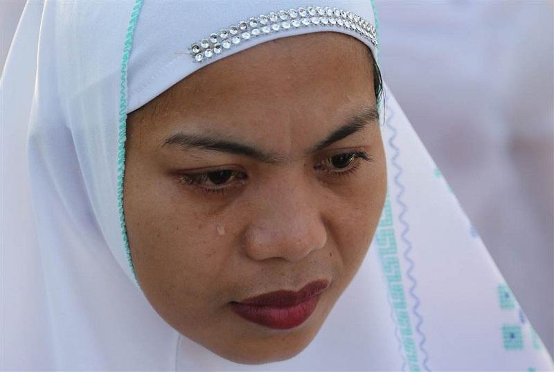 مسلمة تصلي العيد