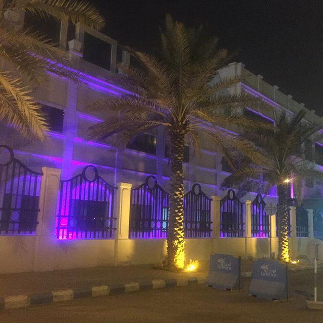 أضواء بنفسجية في الرياض
