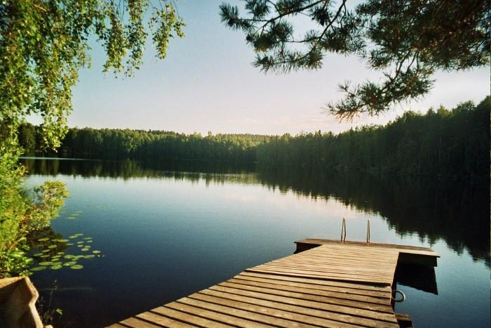 بحيرة طبيعية رائعة