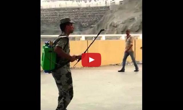 فيديو رجل أمن
