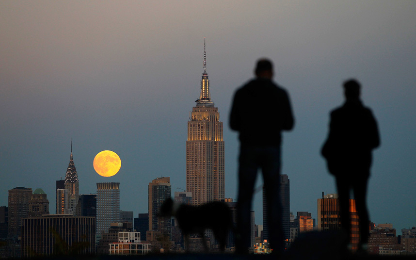 القمر في نيويورك