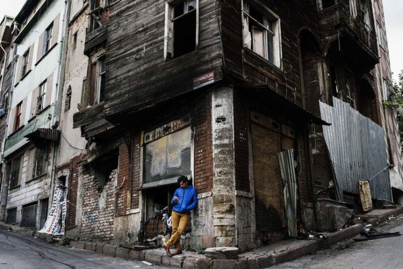 شاب في اسطنبول