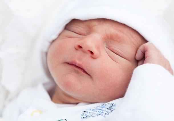طفل حديث الولادة