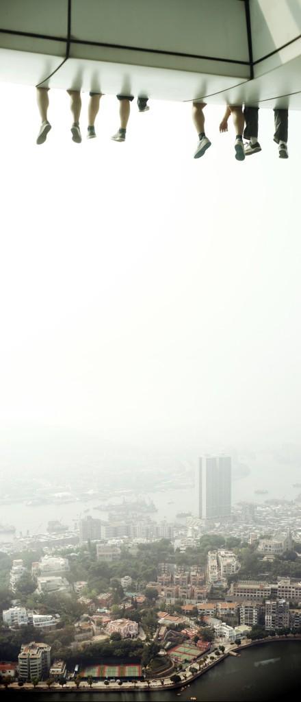 الجلوس فوق برج Skywalk