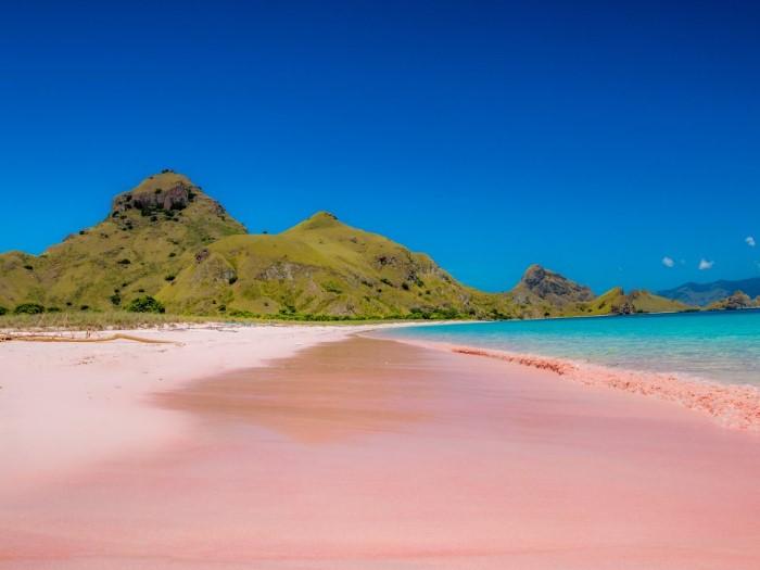 الشاطئ الوردي في اندونيسيا