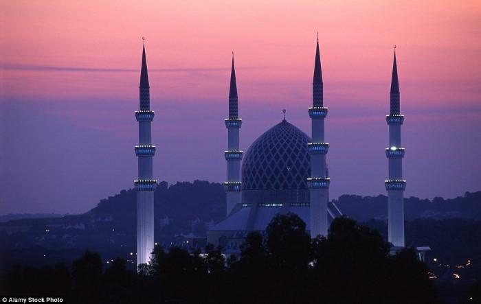 مسجد سلطان صلاح الدين عبد العزيز