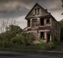 بيوت مسكونة