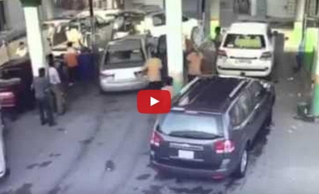 فيديو: سائق سيارة يرتكب كارثة بمغسلة سيارات!