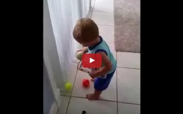 فيديو طفل صغير