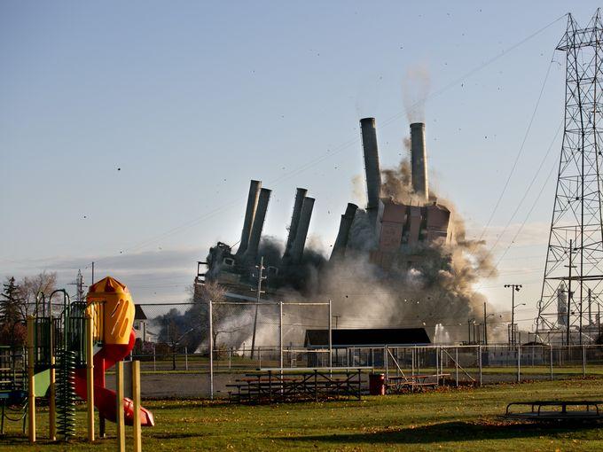 انهيار محطة كهرباء