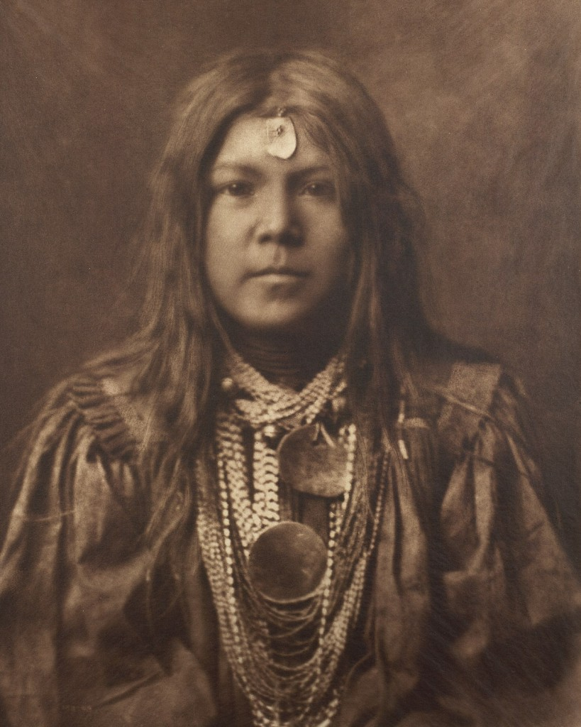 فتى قبيلة الأباتشي
