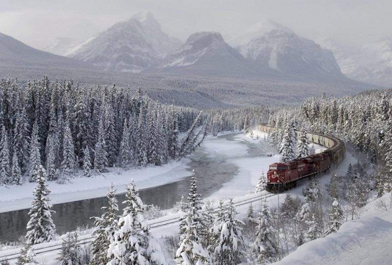 قطار وسط الجليد