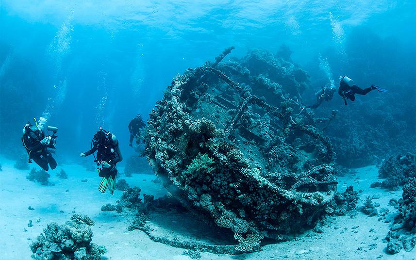 حطام سفينة قديمة