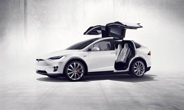 سيارة تسلا الكهربائية