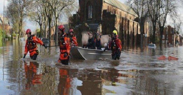 فيضانات بريطانيا