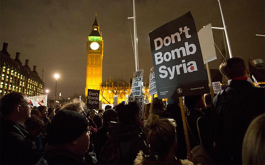 مظاهرة ضد القصف