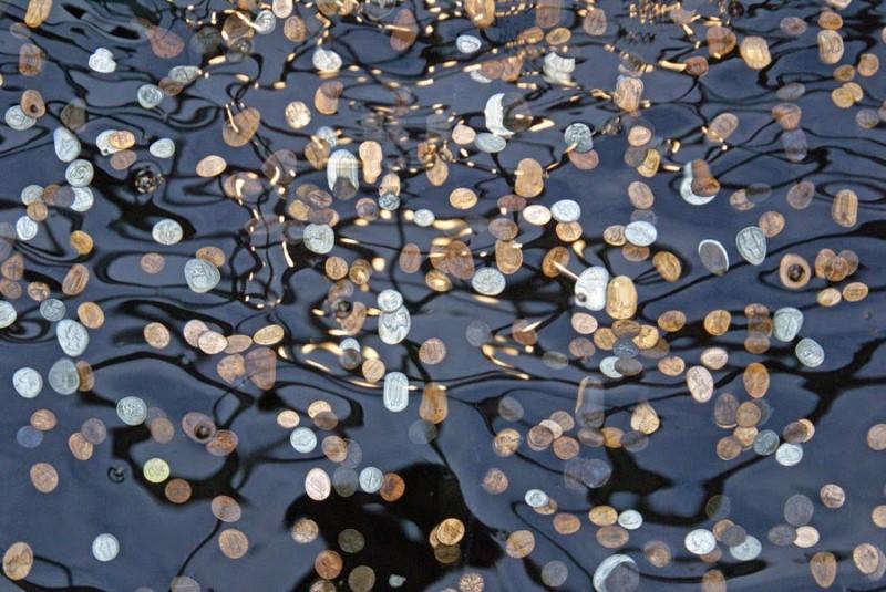 القطع المعدنية في النوافير