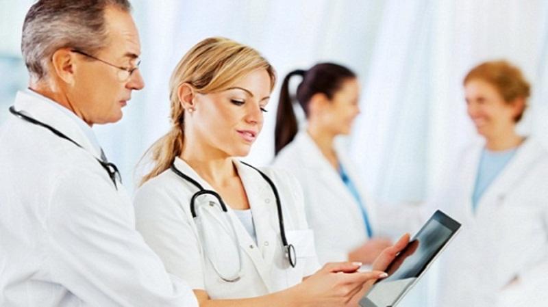 معاطف بيضاء للأطباء