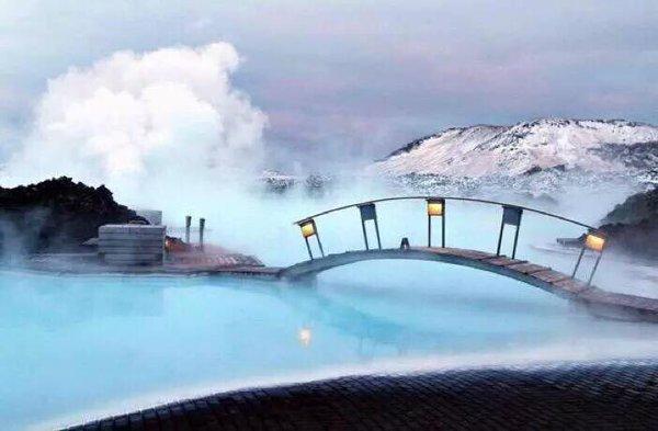 البحيرة الزرقاء في آيسلندا