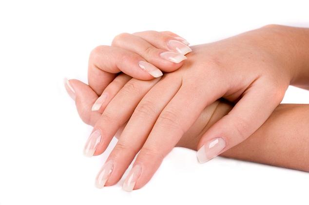 تنظيف اليدين والأظافر