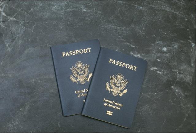 جوازي سفر أمريكيين
