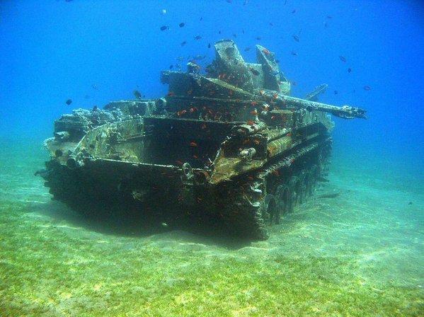 دبابة في البحر