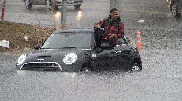 فيضانات في كاليفورنيا