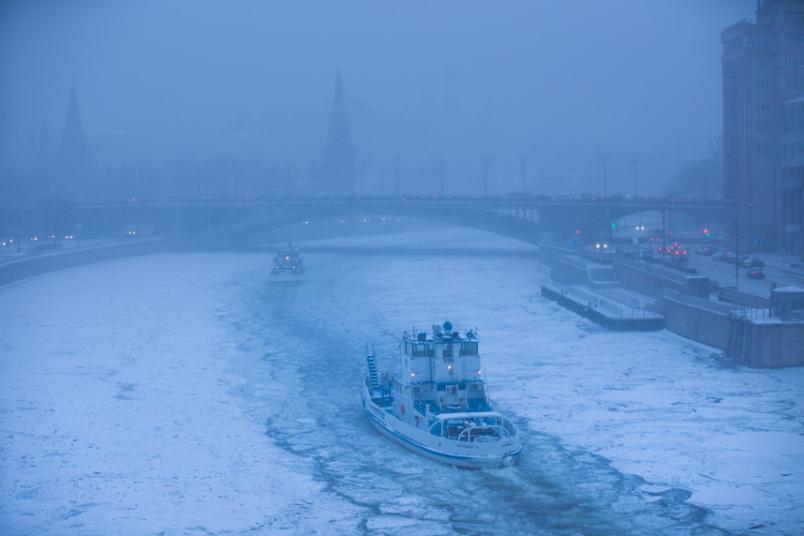 نهر متجمد بروسيا