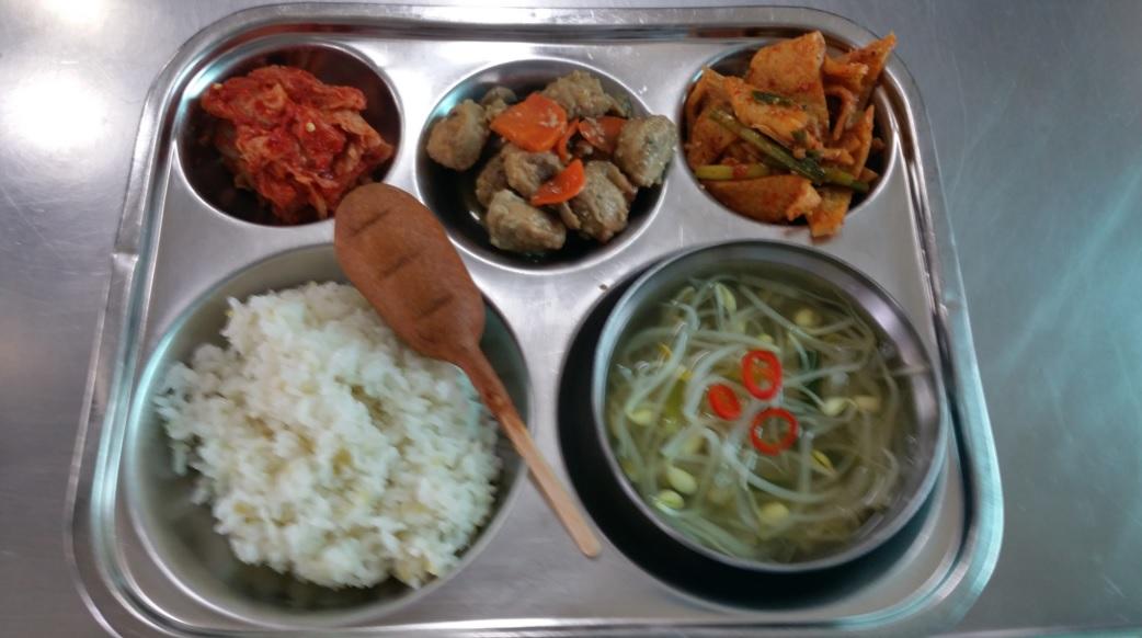 وجبات غداء الطلاب