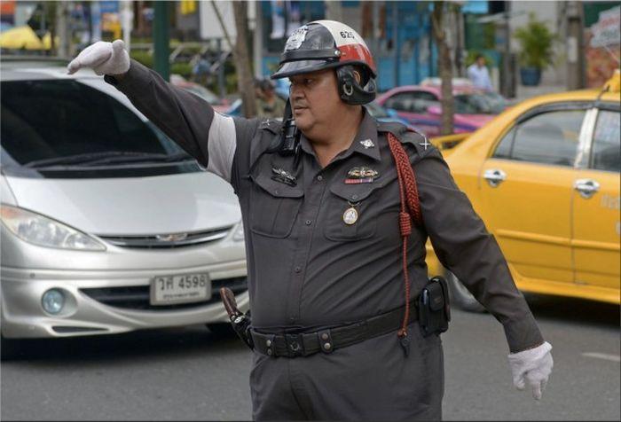رجال شرطة بدناء