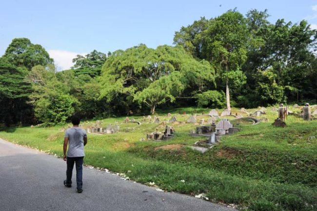 سنغافورة الميت يُدفَن 15 عام
