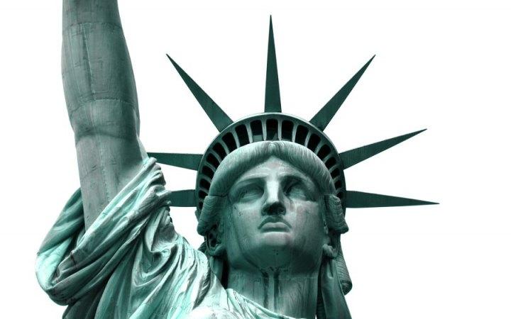 لون تمثال الحرية أخضر