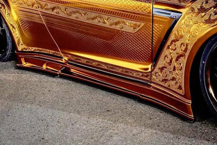 طلاء السيارات الذهبية