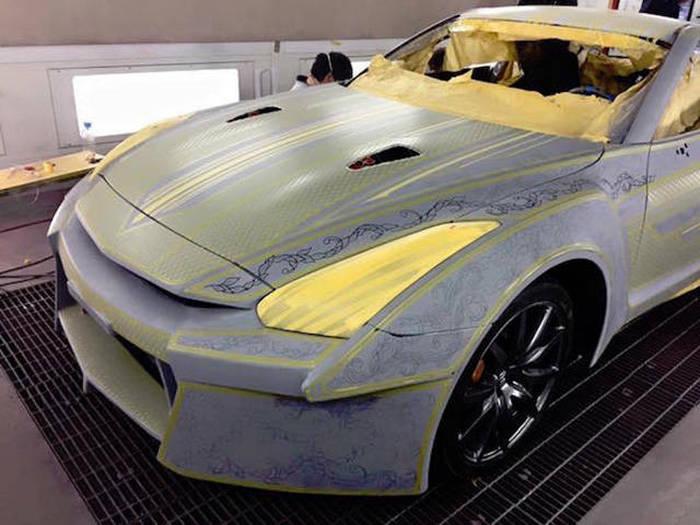 فن طلاء السيارات بالذهب