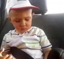 كيف ينام الأطفال في السيارة