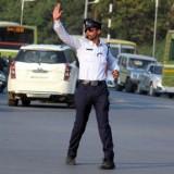 شرطي يرقص