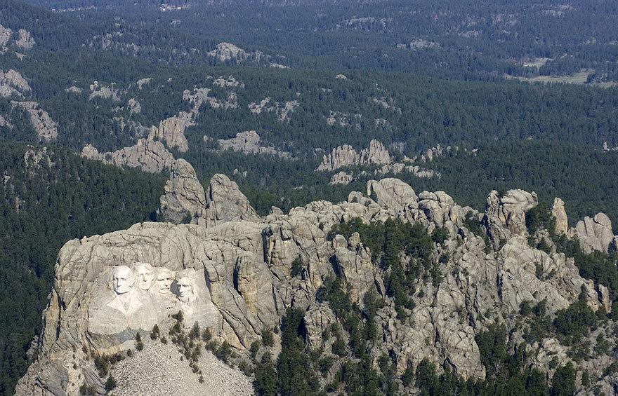 جبل راشمور من بعيد