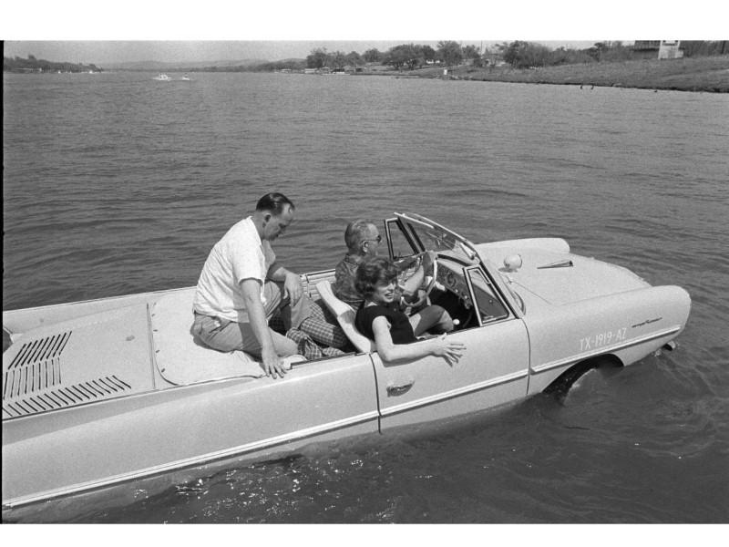 سيارة برمائية