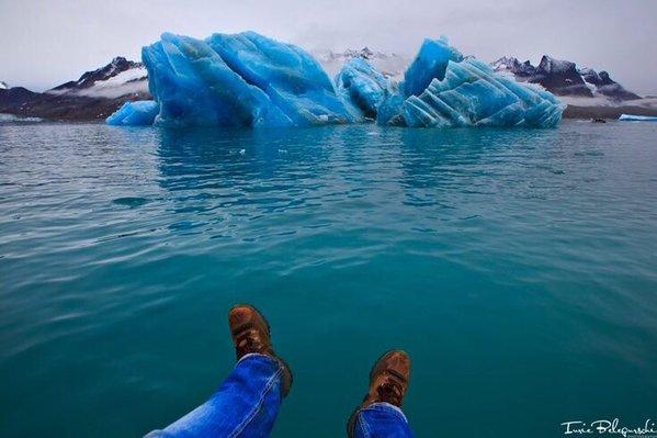 قطع جليد زرقاء