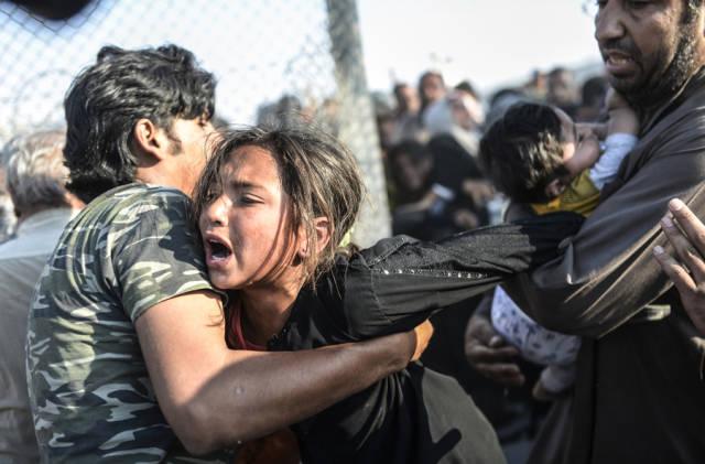 لاجئة تبكي