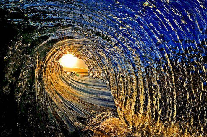 أمواج متلاطمة تصنع تفاصيل جميلة