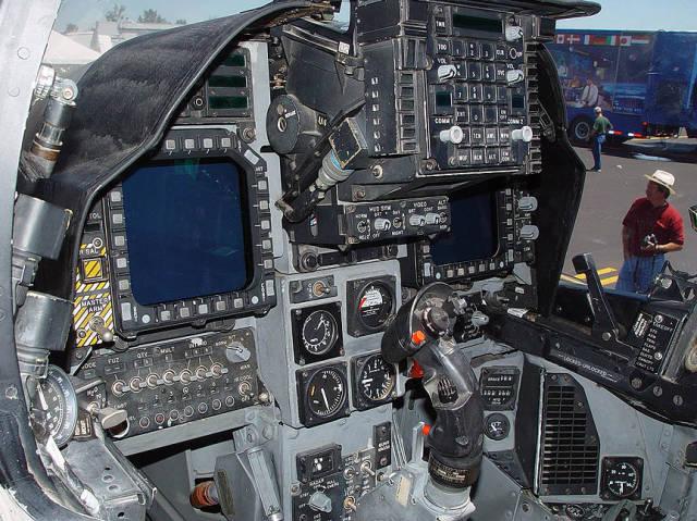غرفة القيادة في الدبابات والطائرات
