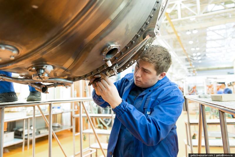 صناعة محركات الطائرة النفاثة