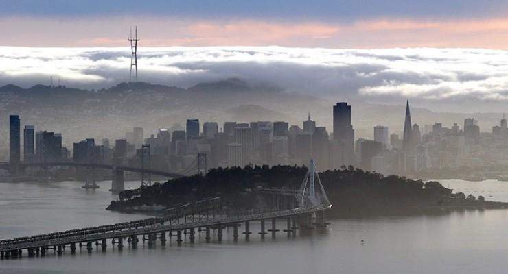 صور حول العالم: الضباب يحجب أفق سان فرانسيسكو