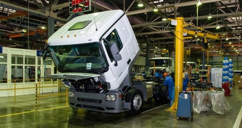 produce Mercedes Benz trucks